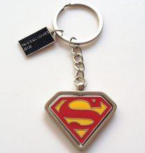DC Heroes Přívěsek na klíče Superman Červeno žlutý otočný