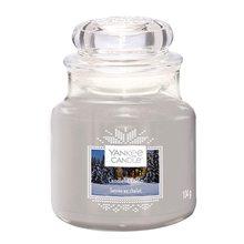 Yankee candle Svíčka ve skleněné dóze Yankee Candle Chata ozářena svíčkou, 104 g